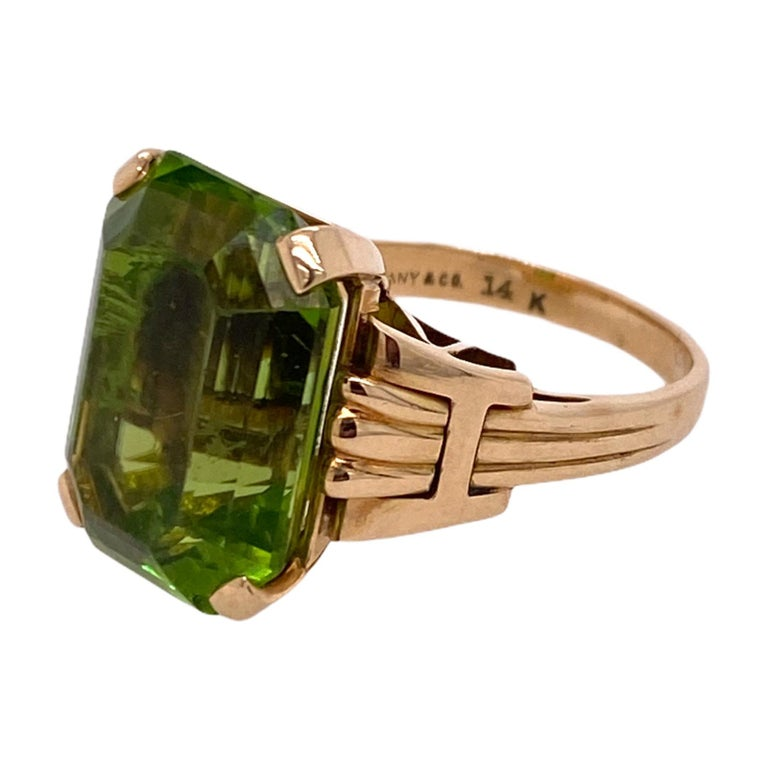 Tiffany & Co. Vintage Emerald Cut Peridot Yellow Gold Ring In Excellent Condition In Boca Raton, FL
