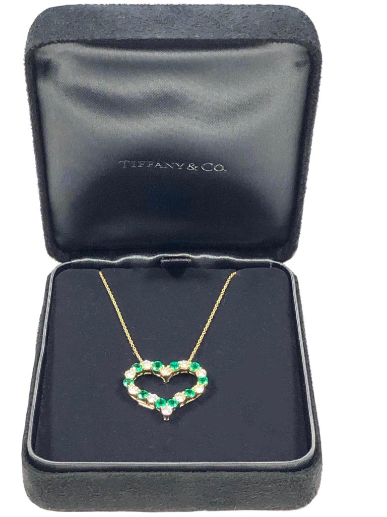 Women's or Men's Tiffany & Co Yellow Gold Diamond and Emerald Heart Pendant Necklace For Sale