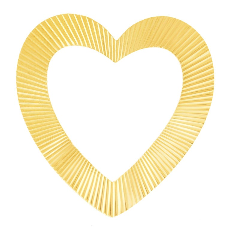 Tiffany & Co. Heart Brooch in Gold In Excellent Condition For Sale In Litchfield, CT