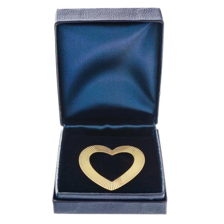 Women's or Men's Tiffany & Co. Heart Brooch in Gold For Sale
