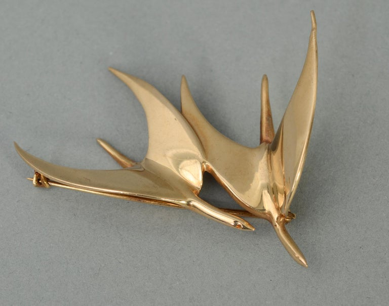 Tiffany & Co. Modernist Gold Birds in Flight Brooch In Excellent Condition For Sale In Darnestown, MD