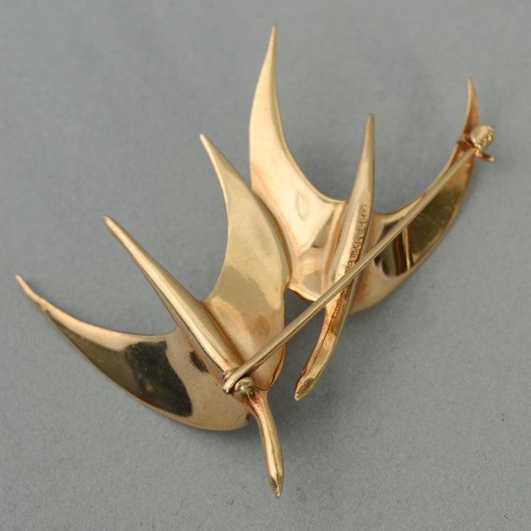 Women's or Men's Tiffany & Co. Modernist Gold Birds in Flight Brooch For Sale