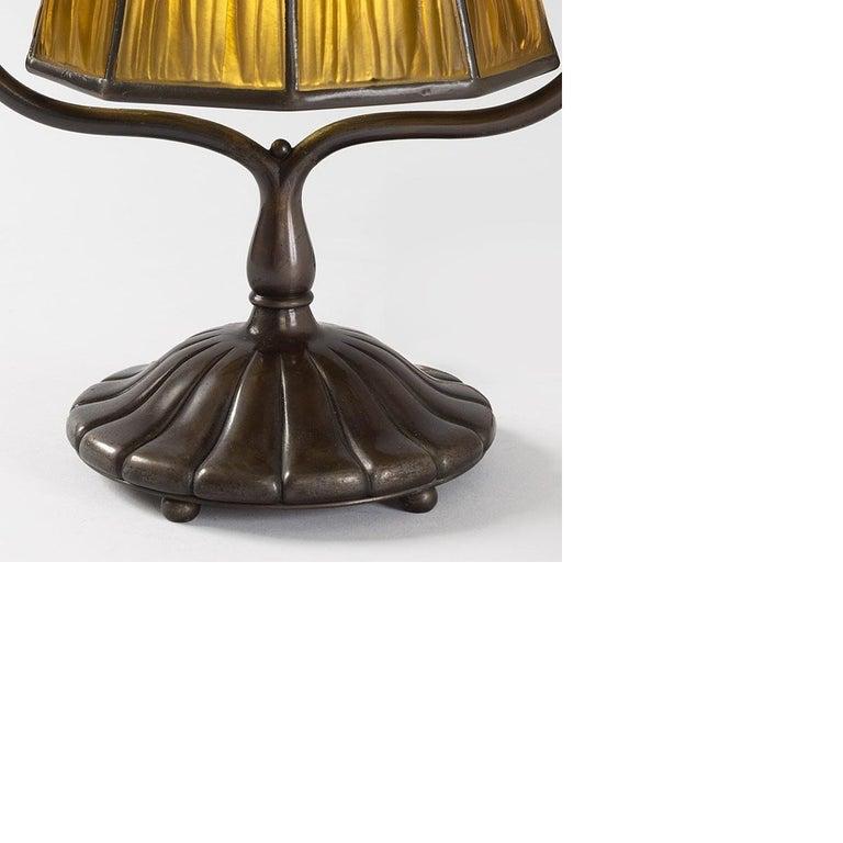 Art Nouveau Tiffany Studios 'Linenfold' Favrile Glass and Bronze Desk Lamp For Sale