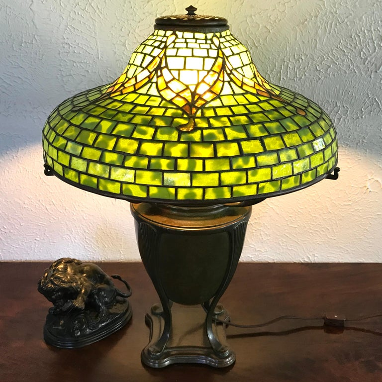 "Tiffany Studios ""Tyler"" Table Lamp In Excellent Condition For Sale In Dallas, TX"