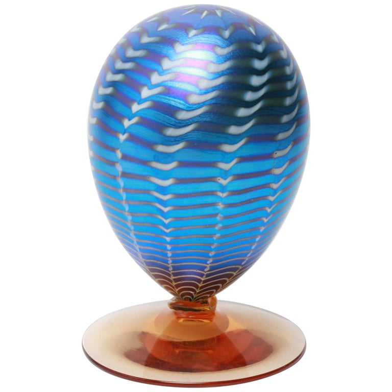 Tiffany Style Iridescent Pulled-Feather Art Glass Egg For Sale