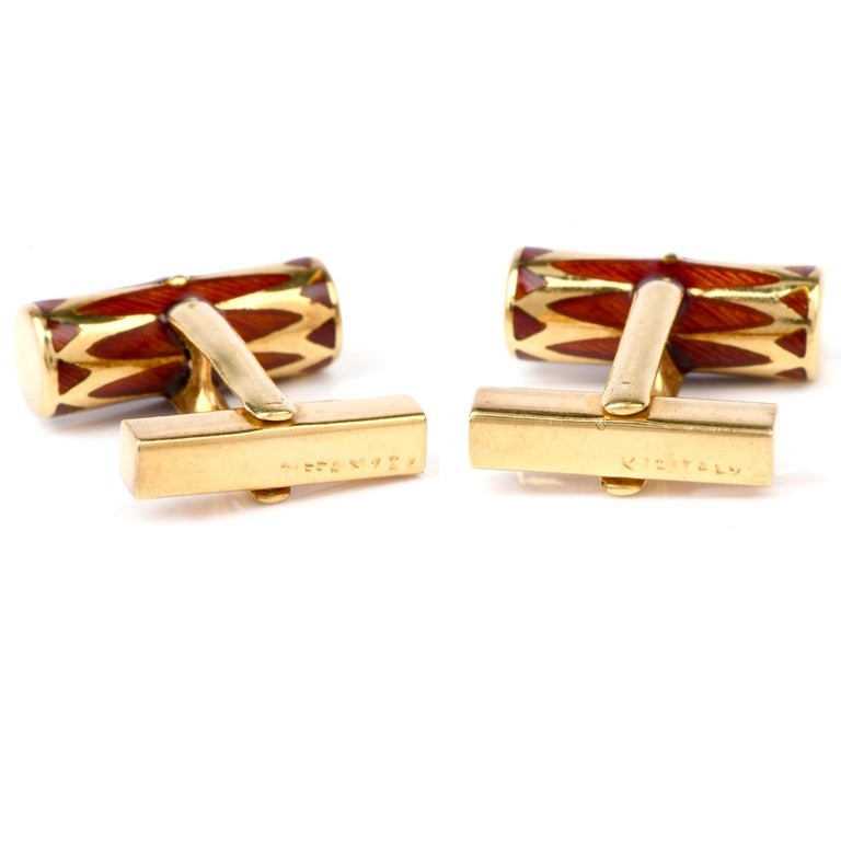 Tiffany & Co. Vintage 1970s Orangy Red Barrel Shaped 18 Karat Gold Cufflinks In Excellent Condition For Sale In Miami, FL