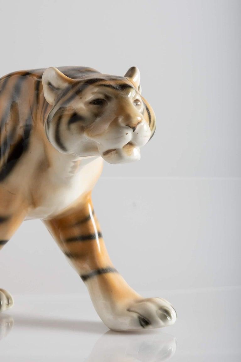 Tiger Porcelain Sculpture, Italy, circa 1950 For Sale 4