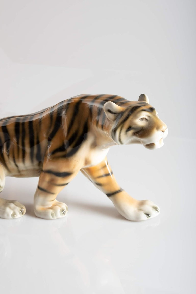 Tiger Porcelain Sculpture, Italy, circa 1950 In Good Condition For Sale In New York, NY