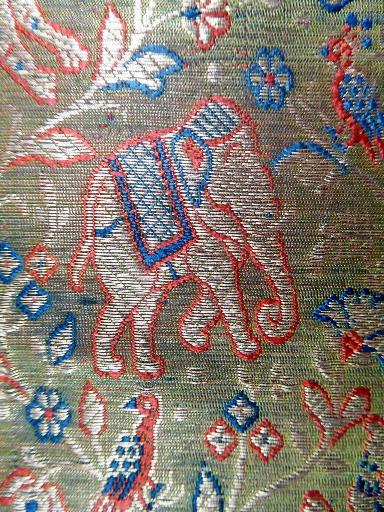 Tigers and elephants embroidered gold Zari shawl India, 20th Century For Sale 3