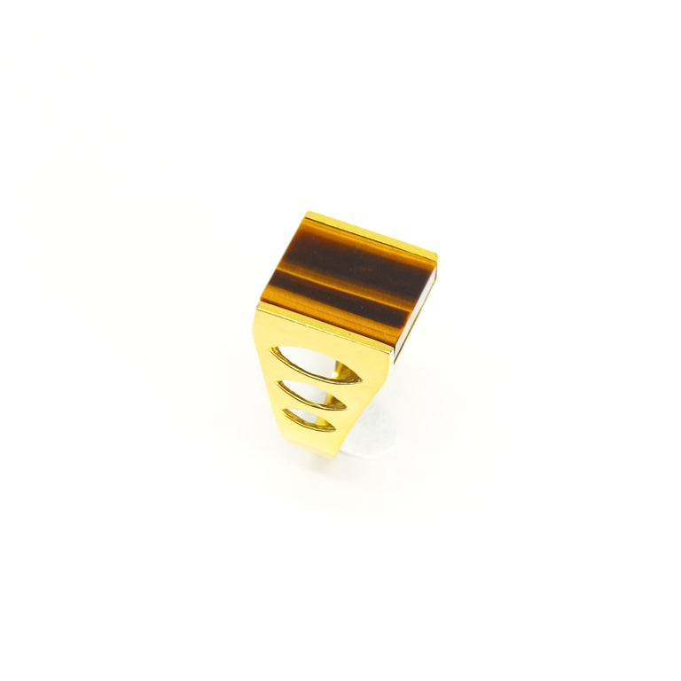 Tiger's eye rings were the ubiquitous