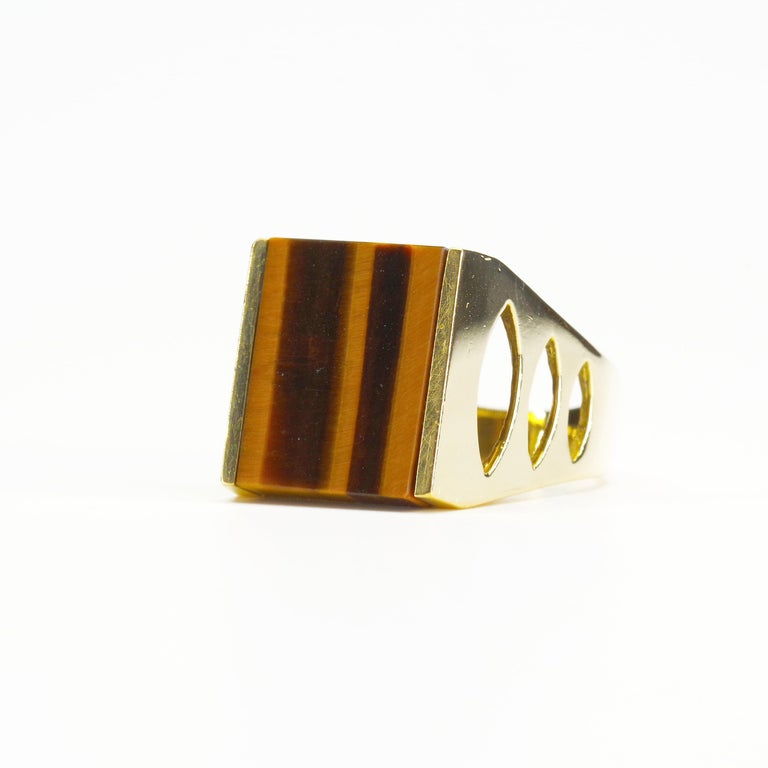 Tiger's Eye Ring from Italy is Definitive 1970s Gent's Ring In Excellent Condition For Sale In Southbury, CT