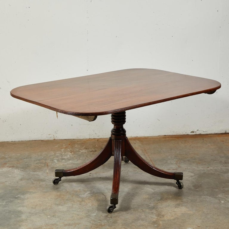 Late Victorian Tilt-Top Breakfast or Side Table in Mahogany For Sale