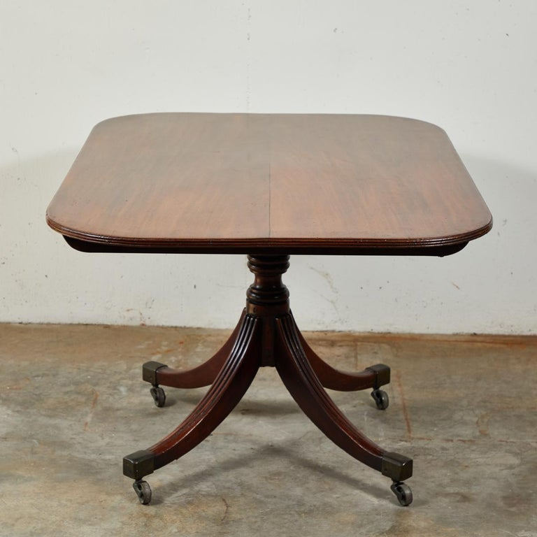 English Tilt-Top Breakfast or Side Table in Mahogany For Sale