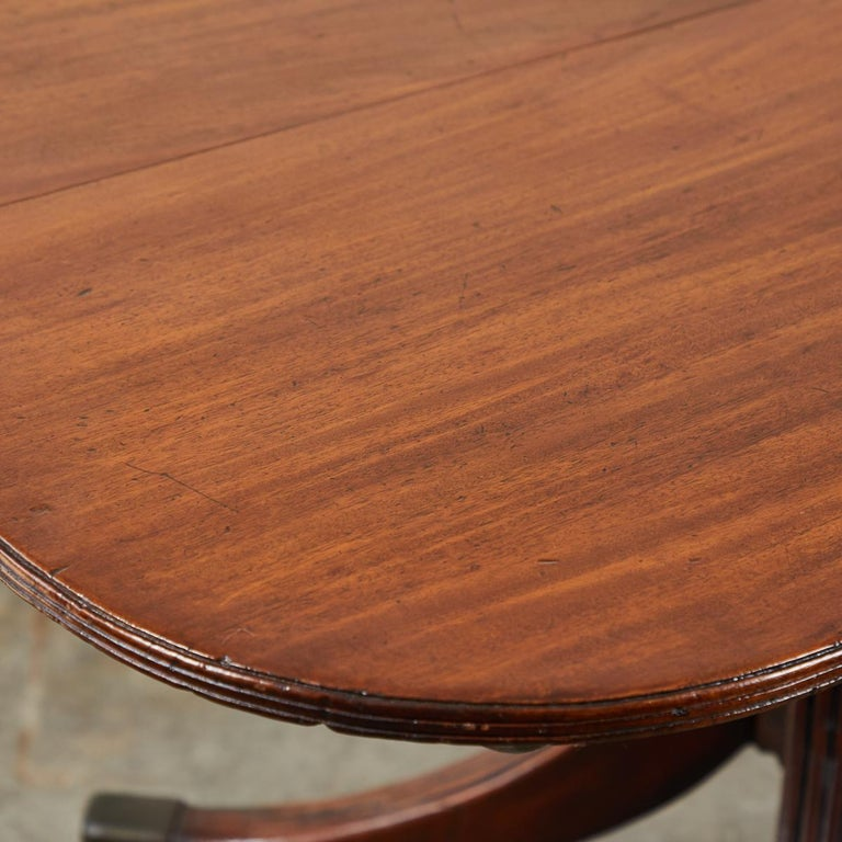 Tilt-Top Breakfast or Side Table in Mahogany In Good Condition For Sale In Los Angeles, CA
