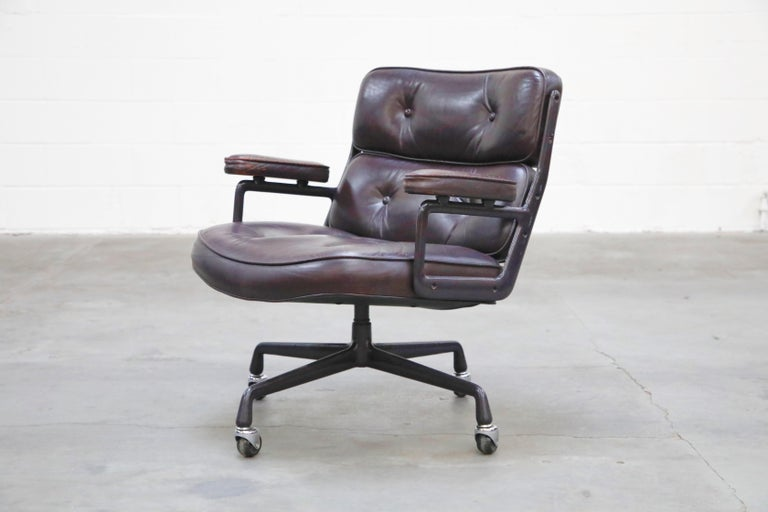 Aluminum Time Life 'Lobby' Desk Chair by Charles and Ray Eames for Herman Miller, Signed For Sale