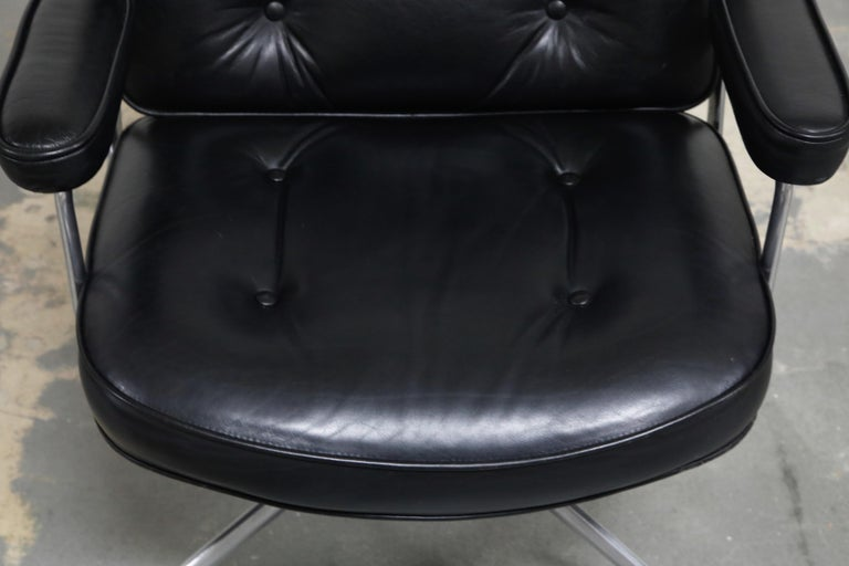 Time Life Lobby Executive Desk Chair by Charles Eames for Herman Miller, 1984 For Sale 3