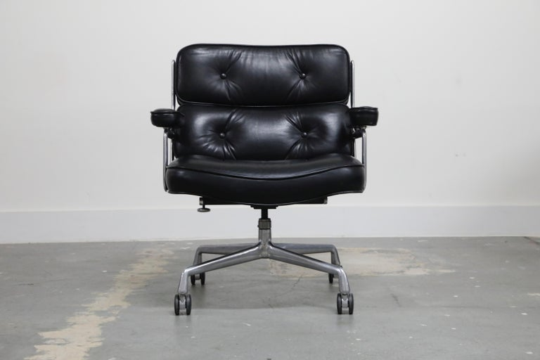 The ultimate desk chair and timeless classic by Charles and Ray Eames for Herman Miller. This Time Life 'Lobby' chair is wider than the standard Time Life chair and was the original design for the Time Life lobby lounge hence the chair's name. This