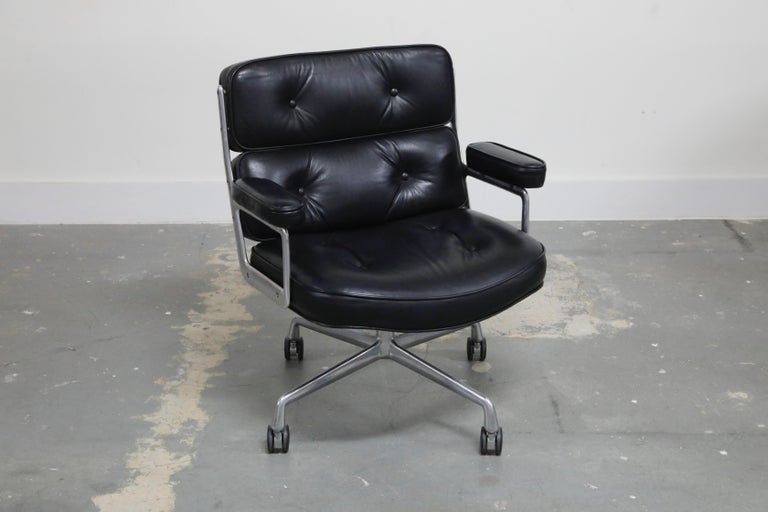Mid-Century Modern Time Life Lobby Executive Desk Chair by Charles Eames for Herman Miller, 1984 For Sale
