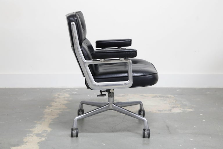 Time Life Lobby Executive Desk Chair by Charles Eames for Herman Miller, 1984 In Good Condition For Sale In Los Angeles, CA