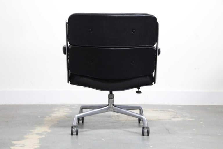 Aluminum Time Life Lobby Executive Desk Chair by Charles Eames for Herman Miller, 1984 For Sale