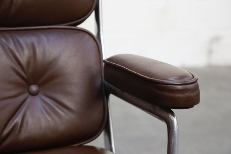 Time Life Swivel Lounge Chairs by Charles Eames for Herman Miller, 1977, Signed For Sale 4