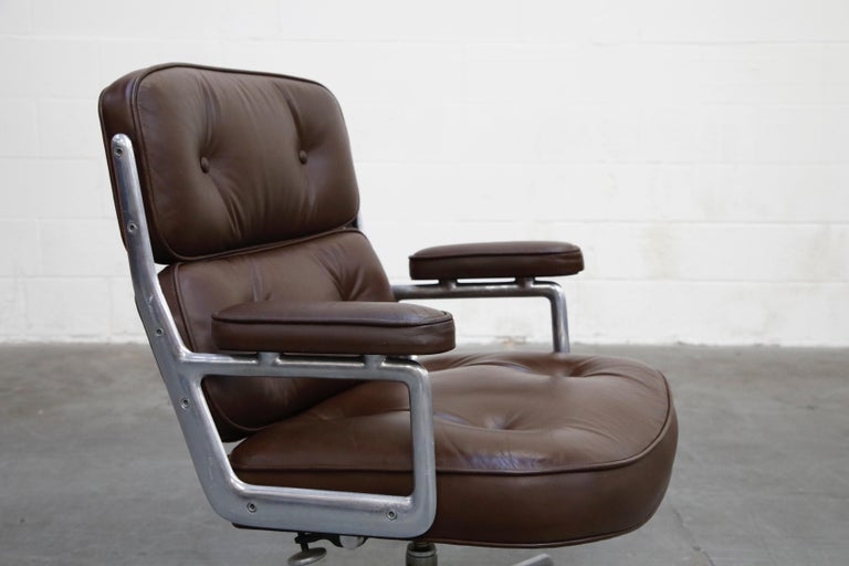 Time Life Swivel Lounge Chairs by Charles Eames for Herman Miller, 1977, Signed For Sale 6