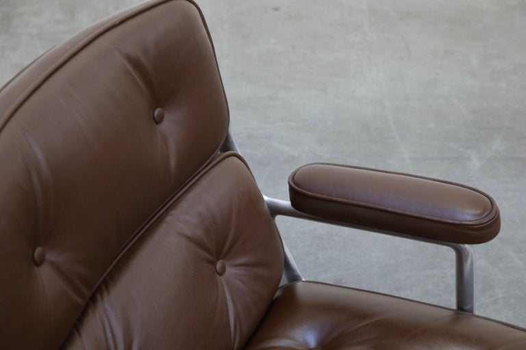 Time Life Swivel Lounge Chairs by Charles Eames for Herman Miller, 1977, Signed For Sale 7