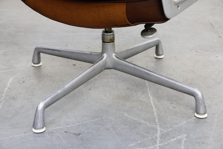 Time Life Swivel Lounge Chairs by Charles Eames for Herman Miller, 1977, Signed For Sale 8