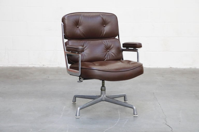 Mid-Century Modern Time Life Swivel Lounge Chairs by Charles Eames for Herman Miller, 1977, Signed For Sale