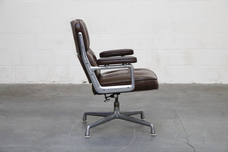 Time Life Swivel Lounge Chairs by Charles Eames for Herman Miller, 1977, Signed In Good Condition For Sale In Los Angeles, CA