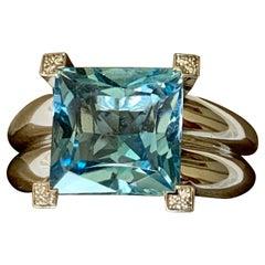 Timeless 18 Karat White Gold Aquamarine and Diamond Ring, Gübelin