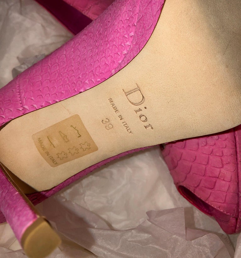 Women's Timeless Christian Dior Hot Pink Peep Toe High Heels with DIOR Logo Plate For Sale