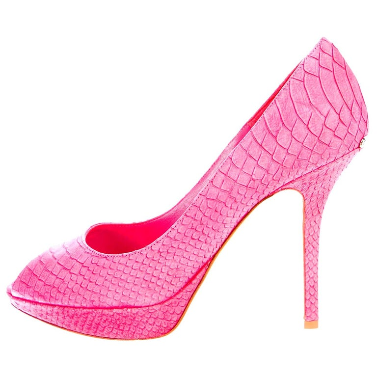 Timeless Christian Dior Hot Pink Peep Toe High Heels with DIOR Logo Plate For Sale