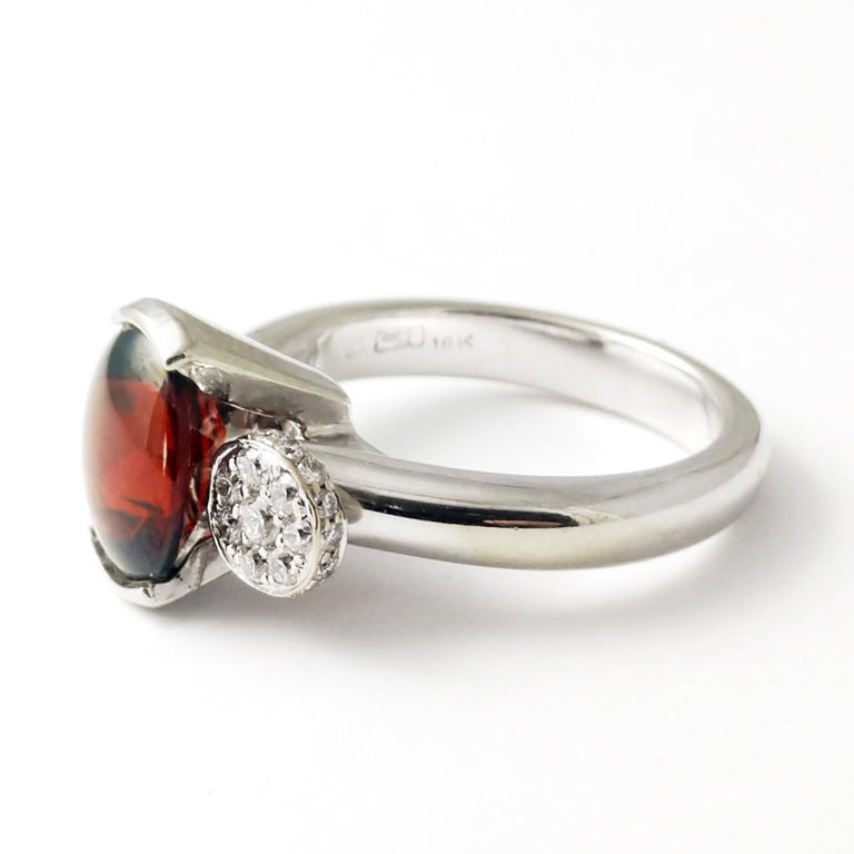 70534bb1e28ea Classic Ring Garnet Diamond 18 Karat Gold Contemporary 3-Stone Design