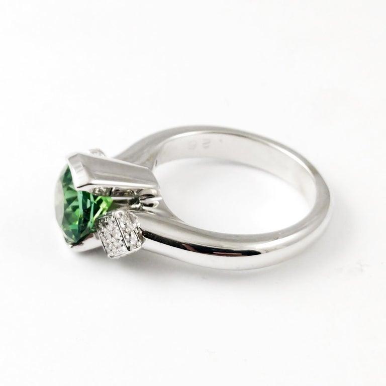 9e824e3d4e97b Classic Ring Green Tourmaline Diamond 18 Karat Gold Contemporary 3-Stone  Design