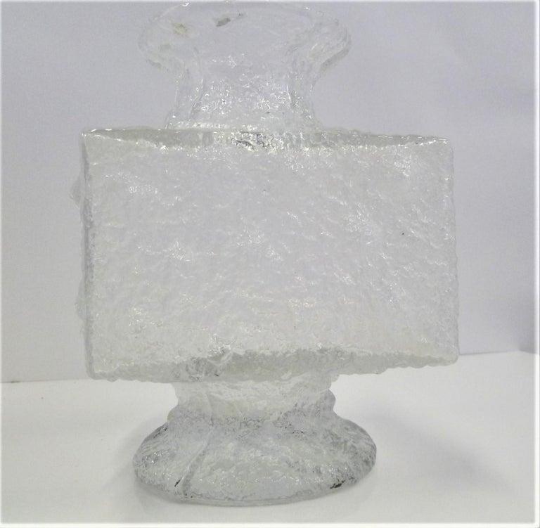 Timo Sarpaneva Brutalist Modern Crassus Textured Glass Vase Iittala Finland 1960 In Good Condition For Sale In Miami, FL