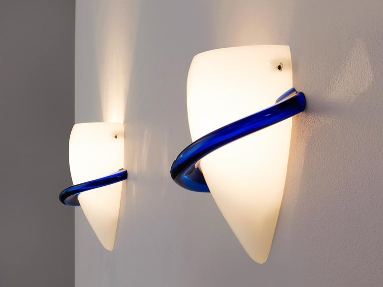 Tina Marie Aufiero for Venini, pair of sconces, in glass, Italy 1985.  Elegant pair of wall-lights in white and blue colored glass by the Italian manufacturer Venini. These lights show soft and curved forms, which gives them their elegance. The