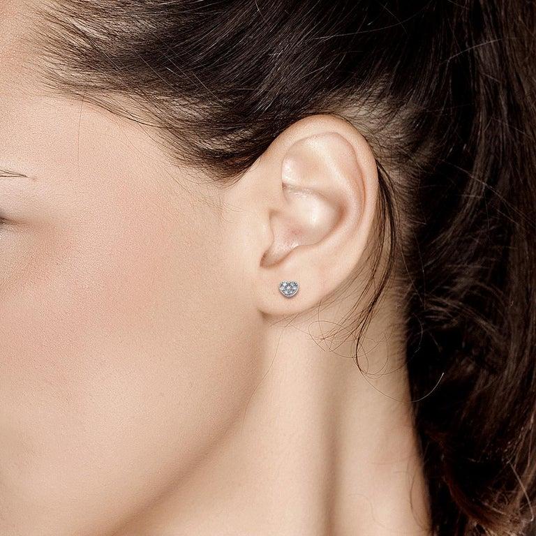Contemporary Fourteen Karat White Gold Diamond Heart Shape Design Stud Earrings For Sale
