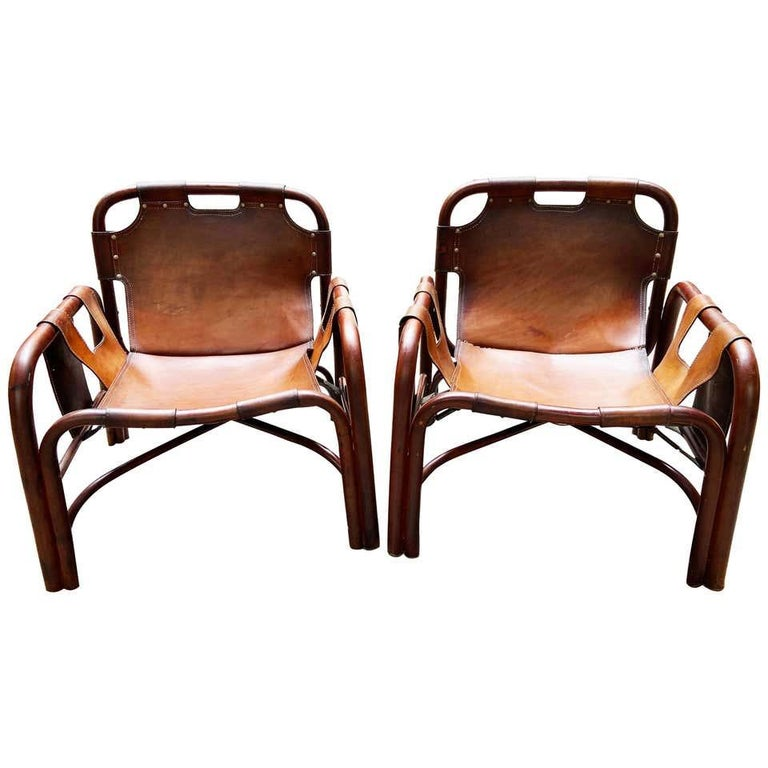Tito Agnoli 2 Safari armchairs inleather and bamboo Italy 1960s from Bonacina. These Safari armchairs have become a Classic for the horners of those who love Italian design of Mid-Century Modern.