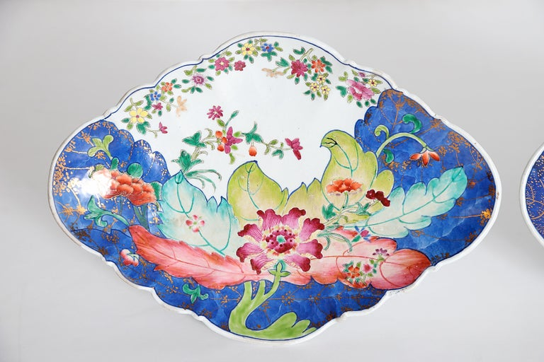 Hand-Painted Tobacco Leaf Pattern Chinese Export Dishes, Pair For Sale