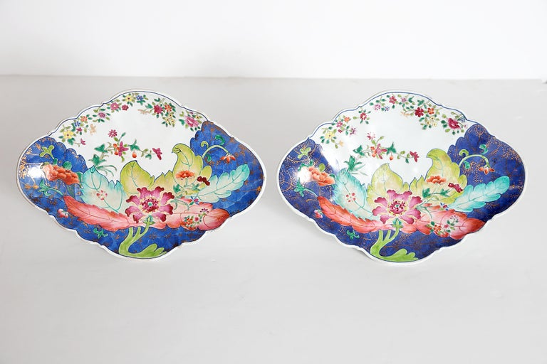 Tobacco Leaf Pattern Chinese Export Dishes, Pair In Good Condition For Sale In Dallas, TX