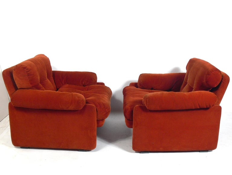 Pair of comfortable midcentury lounge chairs, designed by Tobia Scarpa for C&B Italia, Italian, circa 1970s. They retain their original deep orange-red upholstery in very good condition.