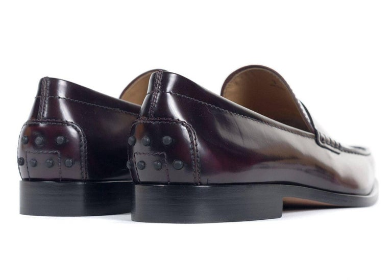 TOD'S Mens Burgundy Boston Polished Leather Penny Loafers In New Condition For Sale In Brooklyn, NY