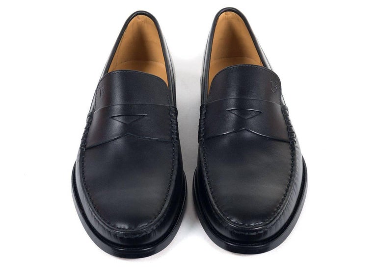 Tod's Men's Classic Black Leather Penny Loafers In New Never_worn Condition For Sale In Brooklyn, NY