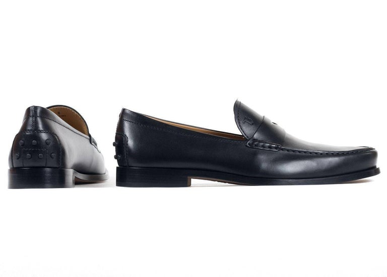 Tod's Men's Classic Black Leather Penny Loafers In New Condition For Sale In Brooklyn, NY