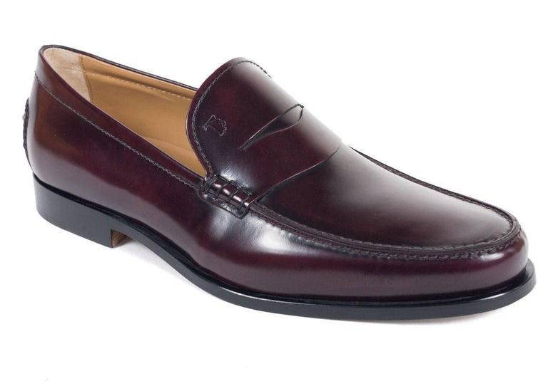 Brand New Tod's Men's Loafers Original Box & Dust Bag Included Retails in Stores & Online for $475 Size UK9 / US10 All Shoes are in UK Sizing   Tod's classic penny loafers crafted in burgundy calfskin leather for an ultra smooth look to these shoes.