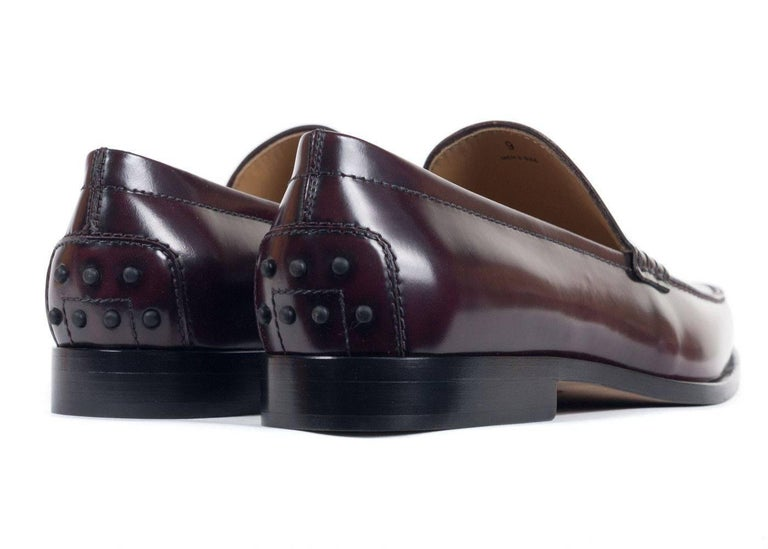 Tod's Men's Classic Burgundy Leather Penny Loafers For Sale 1