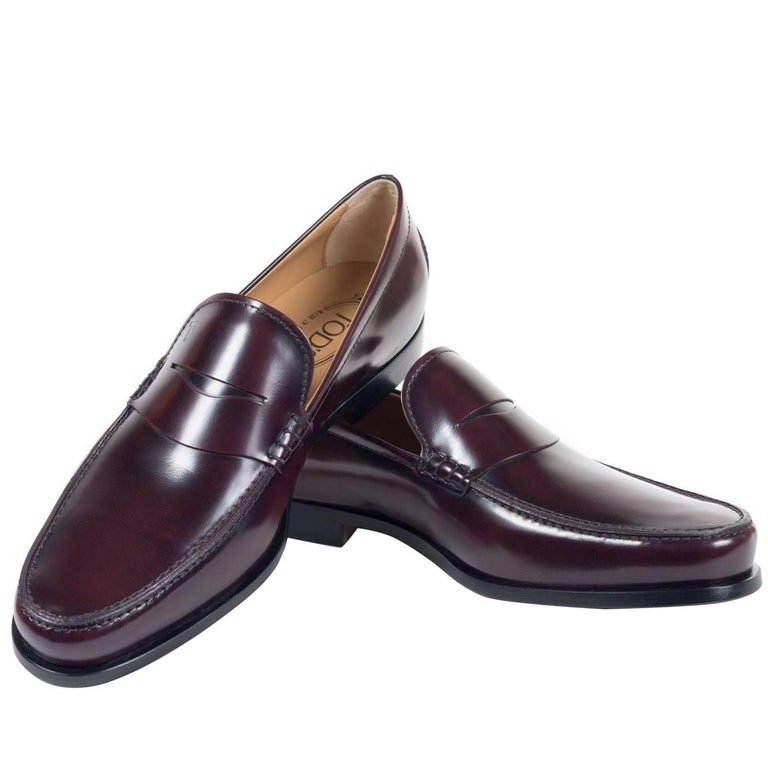 Tod's Men's Classic Burgundy Leather Penny Loafers For Sale