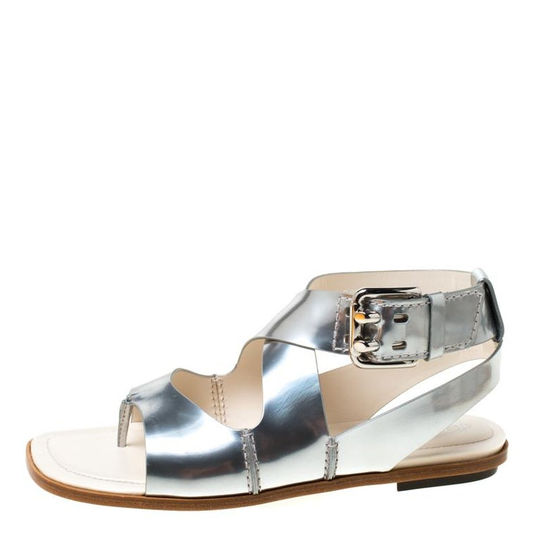 Tod's Metallic Silver Leather Cross Strap Flat Sandals Size 38.5 For Sale 1
