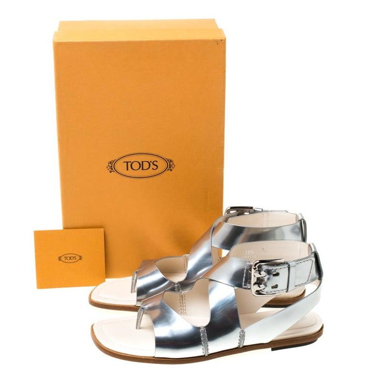 Tod's Metallic Silver Leather Cross Strap Flat Sandals Size 38.5 For Sale 4